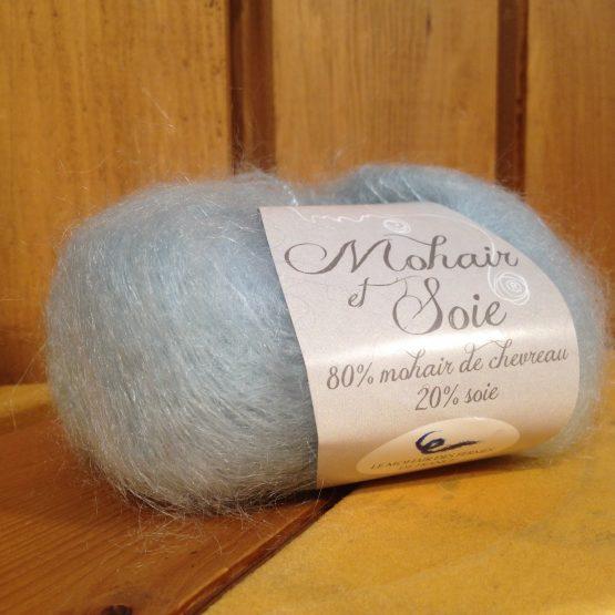 pelote mohair et soie bleu pastel