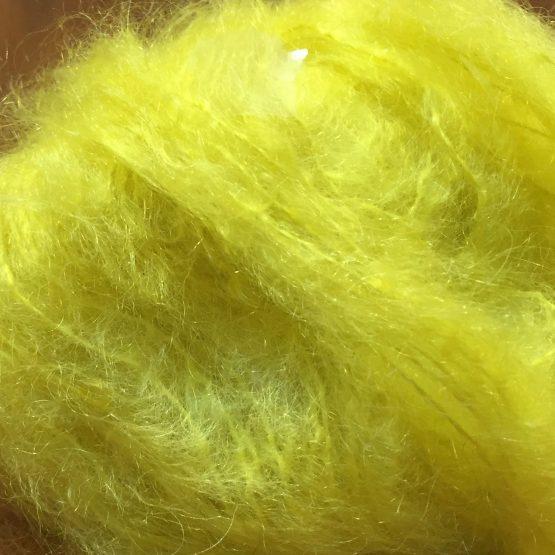 pelote pur mohair de chevreau couleur jaune citron. Mohair des fermes de