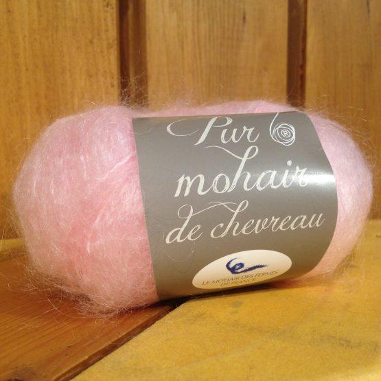 pelote de laine en pur mohair rose poudré