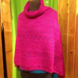 poncho en laine mohair couleur rose