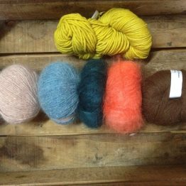 Pelotes et laines à tricoter
