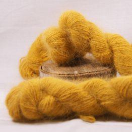 écheveau angora couleur moutarde