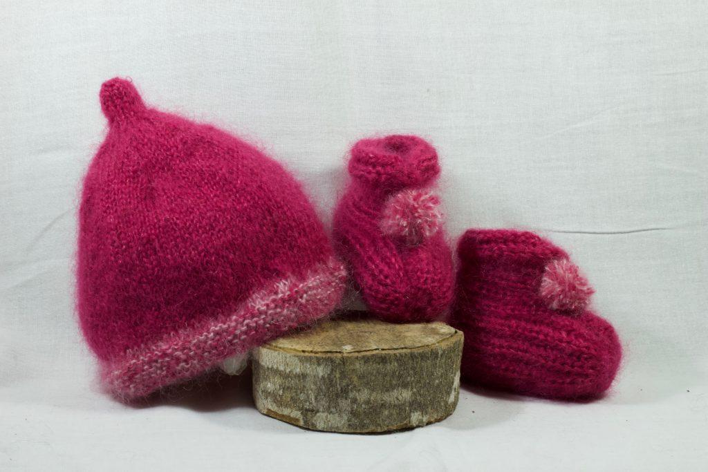 bonnet et chaussons bébé en mohair